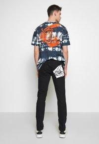 Vivienne Westwood Anglomania - CLASSIC - Jeans slim fit - dark blue denim - 2