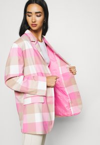 Monki - GRACE - Blazer - pink - 3