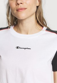 Champion - Camiseta estampada - white - 5