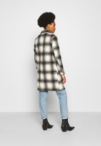 ONLY - ONLVERONICA CHECK COAT - Classic coat - pumice stone/black - 2
