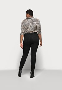 CAPSULE by Simply Be - LUCY HIGH WAIST SKINNY - Jeans Skinny Fit - black - 2