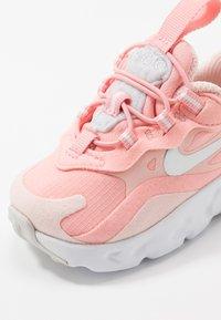 Nike Sportswear - NIKE AIR MAX 270 GEL - Sneakers laag - bleached coral/metallic silver/white/echo pink/vast grey - 2