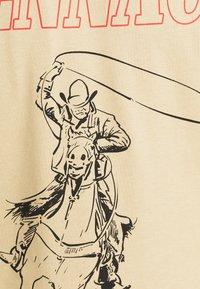 Mennace - UNISEX WHIPLASH TEE - Print T-shirt - tan - 6