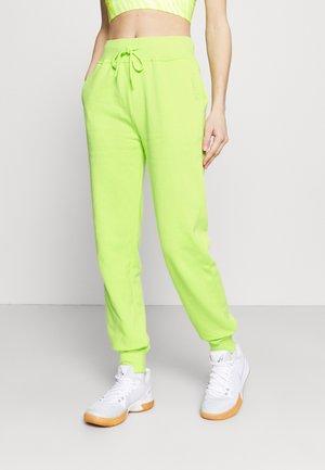 BRANDED WOMENS ESSENTIAL  - Pantalon de survêtement - green/ lightgreen