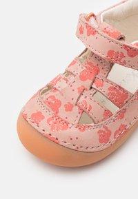 Kickers - SUSHY - Sandals - rose - 5
