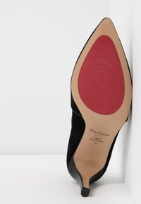 PERLATO - Classic heels - venus noir - 6