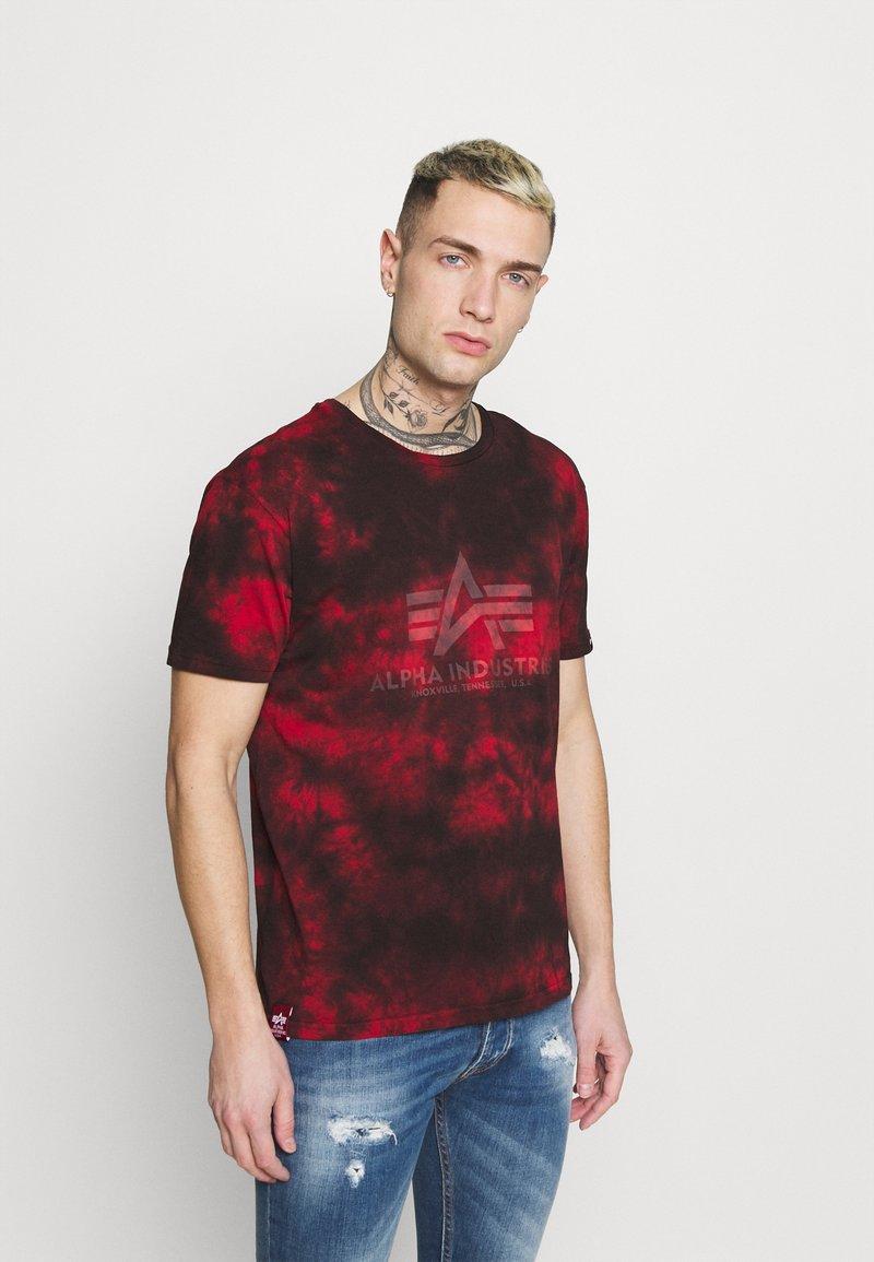 Alpha Industries - BASIC BATIK - Print T-shirt - speed red