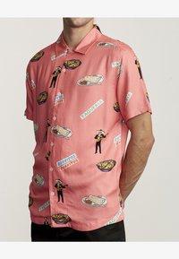 RVCA - HOT FUDGE  - Shirt - pink - 2