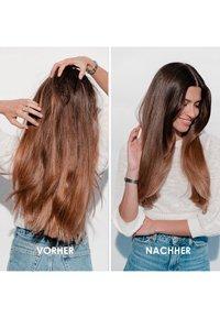 KÉRASTASE - FUSIO SCRUB APAISANT KOPFHAUTPEELING - Hair treatment - - - 4