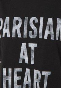 Cinq à Sept - PARISIAN AT HEART TEE - T-shirt print - black/white - 2