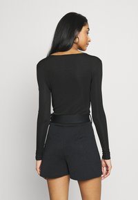 Missguided - NECK FRONT LONG SLEEVE BODYSUIT - Top s dlouhým rukávem - black - 2