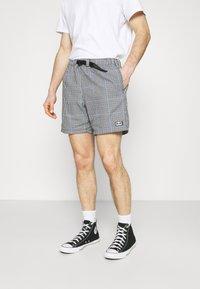 Obey Clothing - CRIMP TREK  - Shortsit - black - 0