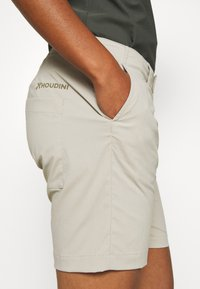 Houdini - LIQUID ROCK - Outdoor Shorts - hay beige - 3