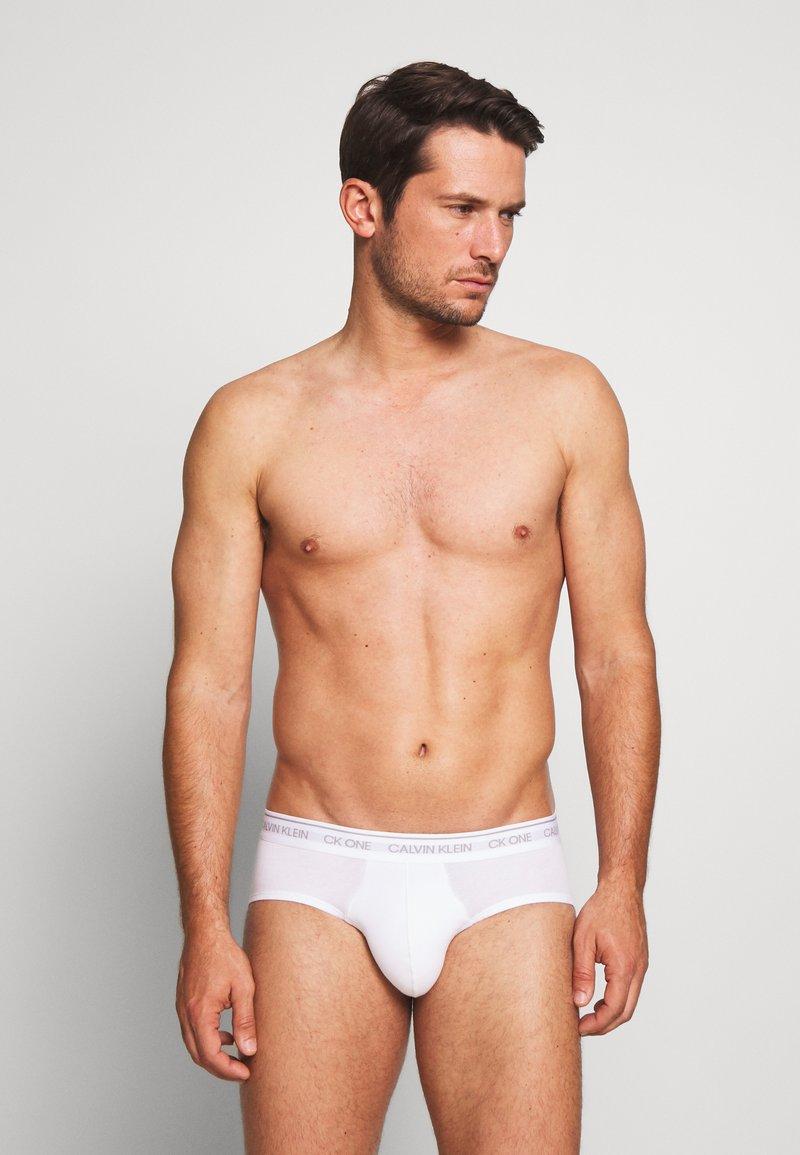Calvin Klein Underwear - ONE HIP BRIEF - Briefs - white