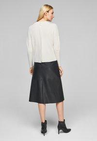 s.Oliver BLACK LABEL - MIT DROPPED SHOULDERS - Pullover - soft white - 2