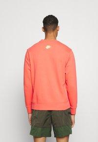Nike Sportswear - Sweatshirt - magic ember - 2
