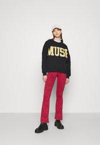 Colourful Rebel - MUSE DROPPED SHOULDER  - Sweatshirt - black - 1