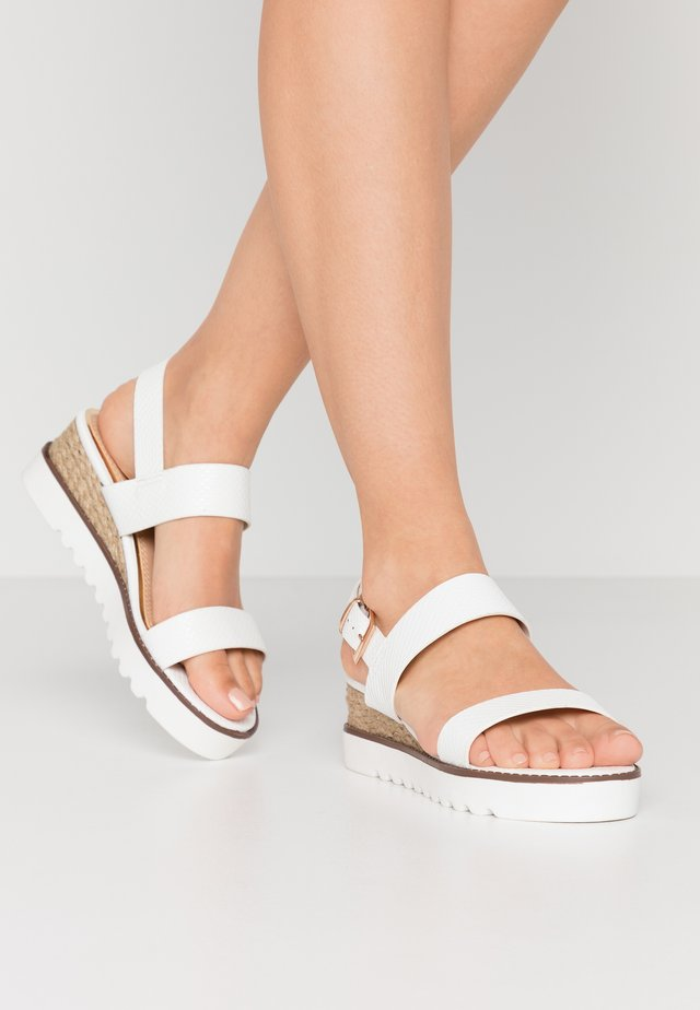 KYE - Korkeakorkoiset sandaalit - white