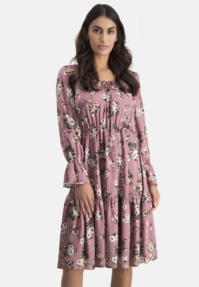 COMANA - Day dress - rosa