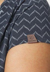 Ragwear Plus - ZIG ZAG - Print T-shirt - denim blue - 5