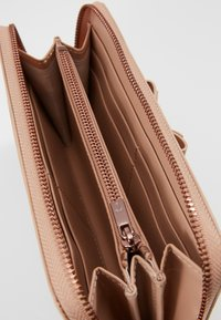 Ted Baker - ROUXI - Lommebok - taupe - 5
