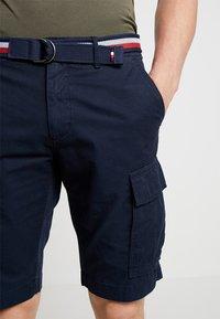 Tommy Hilfiger - JOHN BELT - Shorts - blue - 3