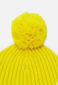 Tommy Hilfiger - BIG FLAG BEANIE POM POM - Gorro - yellow - 2