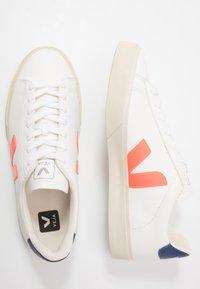 Veja - CAMPO - Sneakers basse - extra white/orange fluo/cobalt - 1