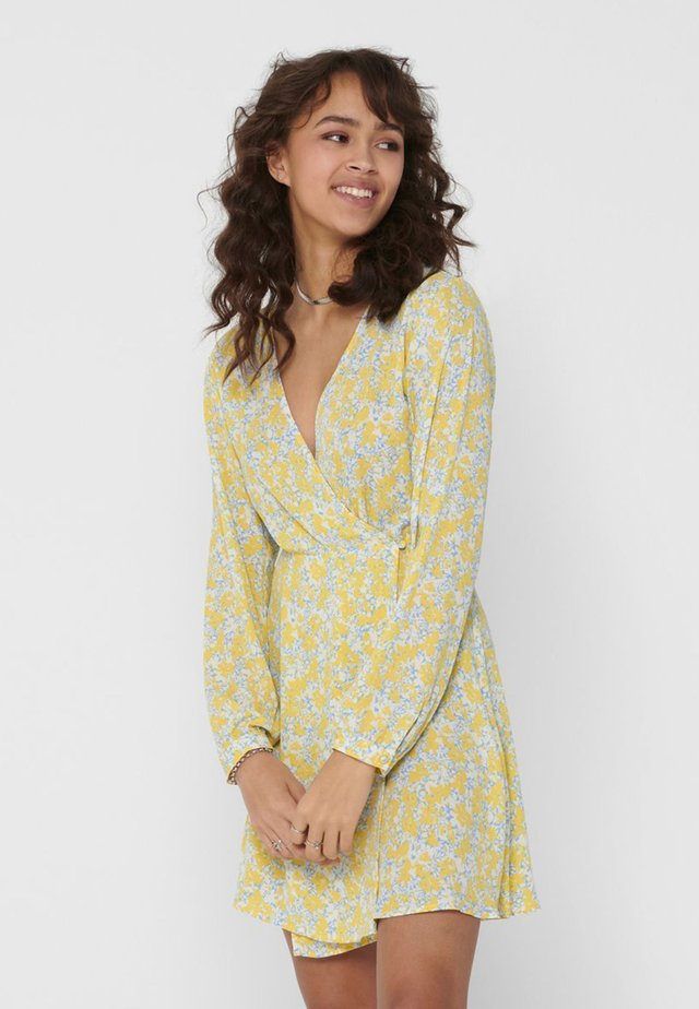 ONLAUGIE - Vestido informal - dusky citron