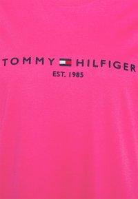 Tommy Hilfiger Curve - REGULAR TEE - Print T-shirt - glacier pink - 2