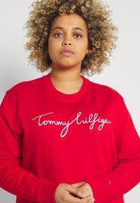 Tommy Hilfiger Curve - GRAPHIC - Sweatshirt - red - 3