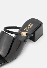 Versace Jeans Couture - Mules à talons - black - 6