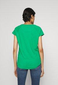 CLOSED - WOMEN´S - Basic T-shirt - coriander - 2