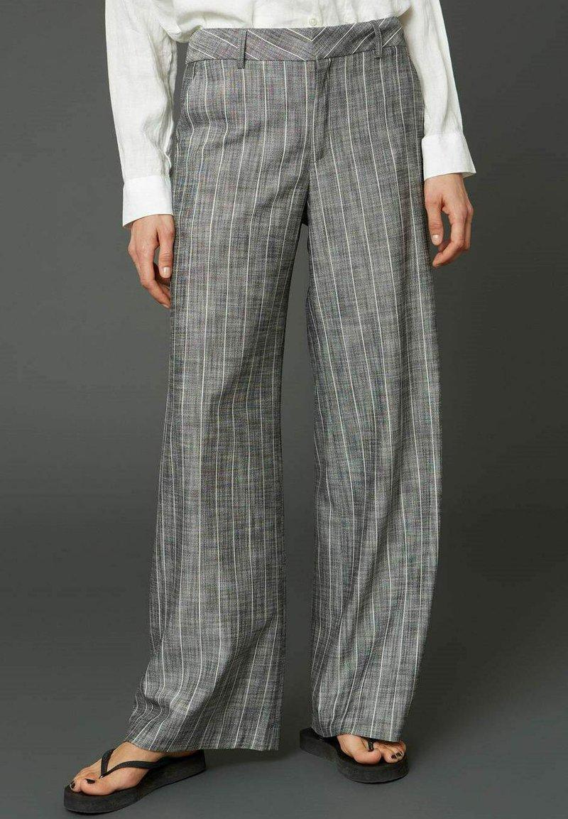 Hope - EASE  - Trousers - grey stripe