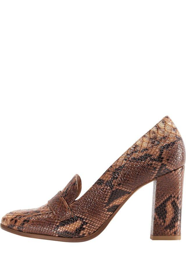 DREIMASTER  - Classic heels - schlange