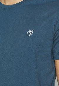 Marc O'Polo - SHORT SLEEVE - Basic T-shirt - deep dive - 4