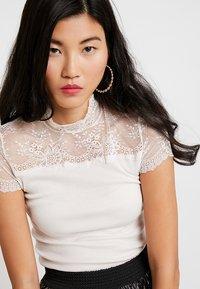Rosemunde - SILK-MIX T-SHIRT TURTLENECK RGULAR W/LACE - Print T-shirt - soft power - 3