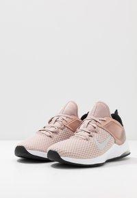 Nike Performance - AIR MAX BELLA TR 2 - Kuntoilukengät - stone mauve/metalic silver/black/barely rose/metalic red bronze/white - 2