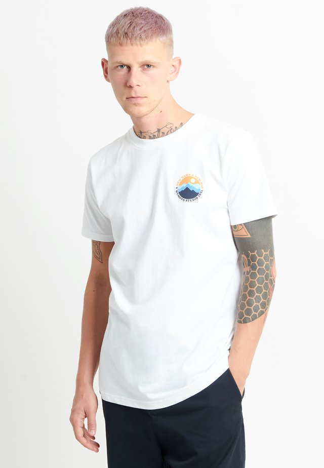 MOUNTAIN TEE - T-shirt print - white