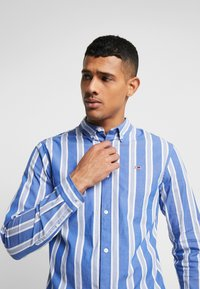 Tommy Jeans - STRIPE SHIRT - Shirt - surf the web - 3