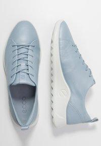 ECCO - FLEXURE RUNNER - Sneakersy niskie - dusty blue metallic - 3