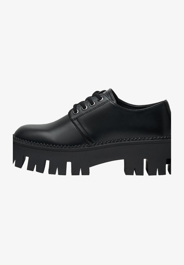 FLACHE PLATEAU - Derbies - black