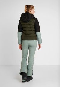 O'Neill - MANEUVER INSULATOR JACKET - Snowboardová bunda - forest night - 2