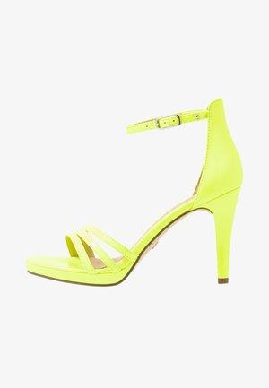 Sandály na vysokém podpatku - yellow neon