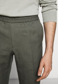 Filippa K - TERRY CROPPED SLACKS - Trousers - green grey - 4