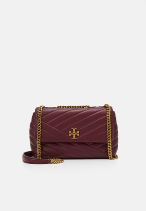 KIRA CHEVRON SMALL CONVERTIBLE SHOULDER BAG - Across body bag - imperial garnet