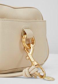 See by Chloé - TONY CROSSBODY - Across body bag - cement beige - 7