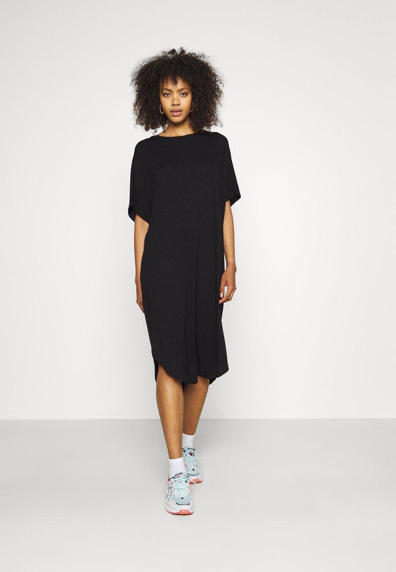 Monki - Jerseyklänning - black dark
