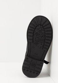 Geox - ECLAIR GIRL - Kotníkové boty - black - 5