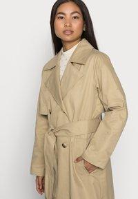 Selected Femme Petite - SLFWEKA - Trenchcoat - cornstalk - 3